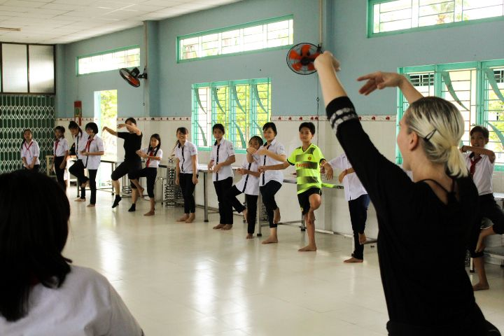 Les Rives organize free dance class in Mekong Delta